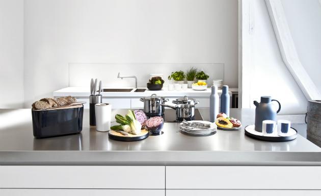 cucina moderna in acciaio
