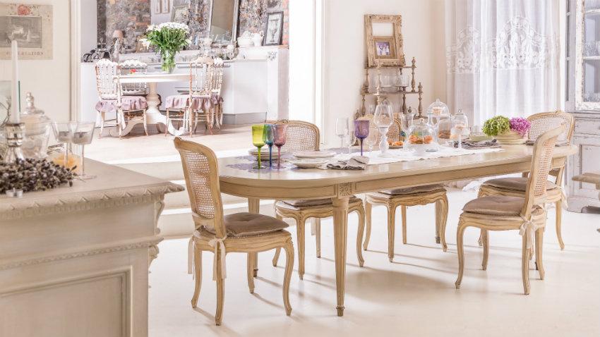grote tafel met barok stoelen
