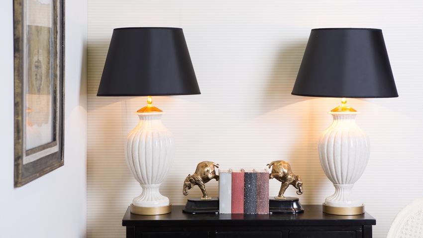 klassieke tafellampen met donkere kappen