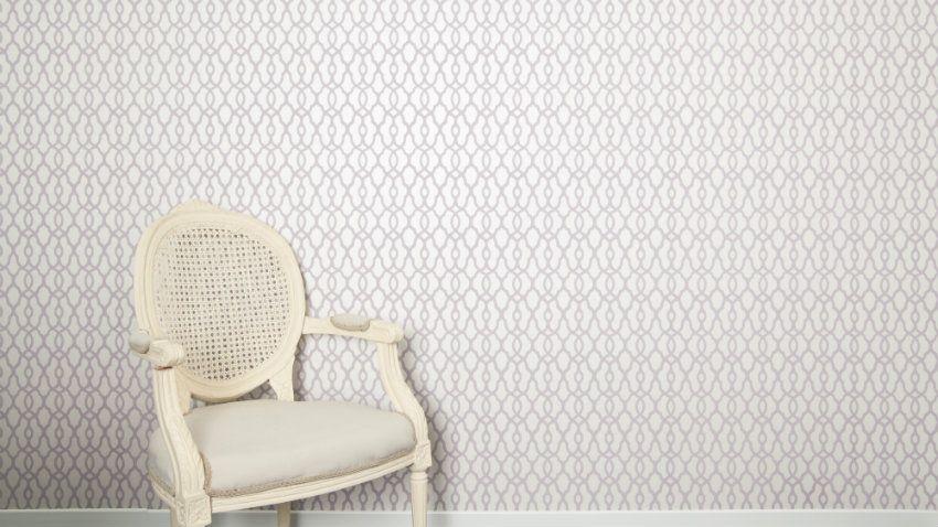 klassiek behang in wit landelijke stoel