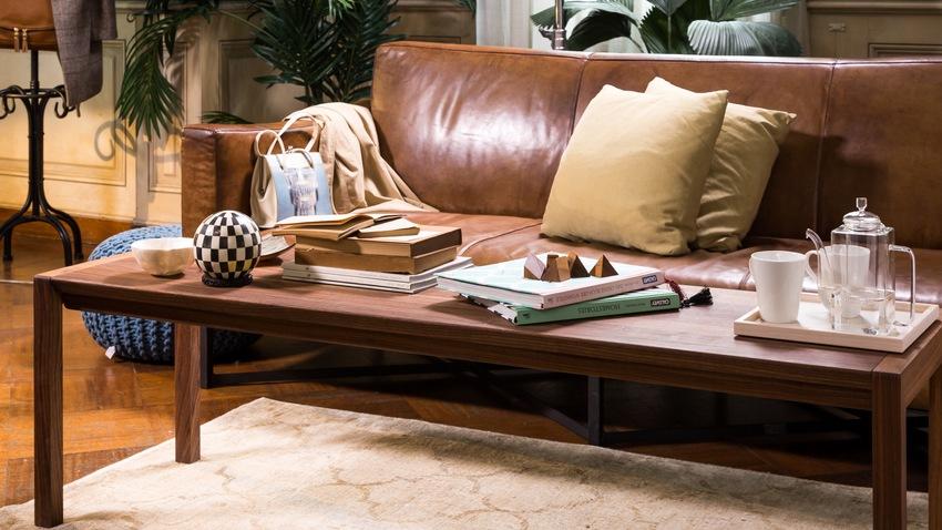 bruine vintage leren bank houten salontafel
