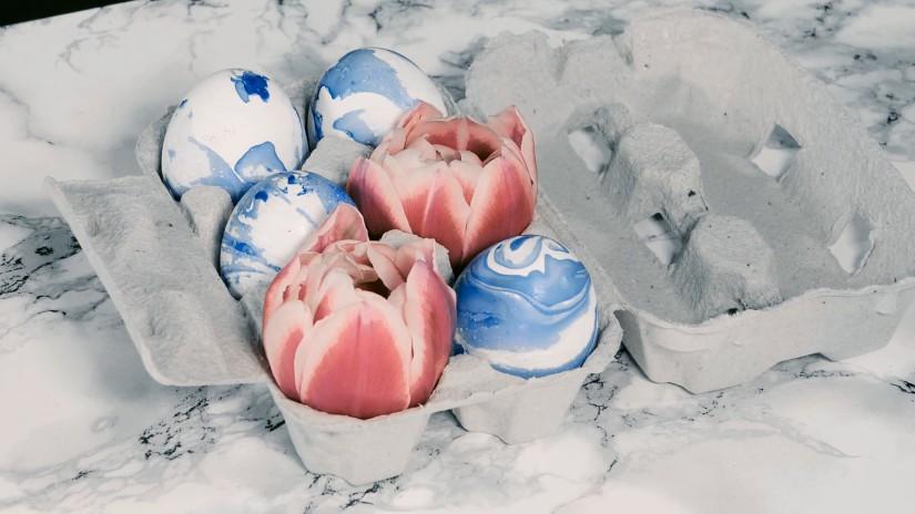 paaseieren versieren marmeren look klassieke stijl roodblauw