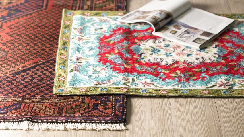 oosterse tapijten donkerrood en licht bont