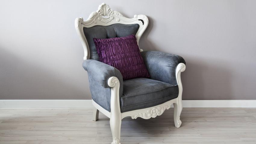 donkerblauwe barok fauteuil met kussen