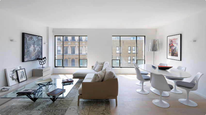 design glazen salontafel in moderne woonkamer