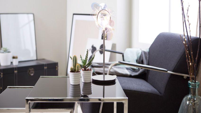 staande spiegel in moderne woonkamer