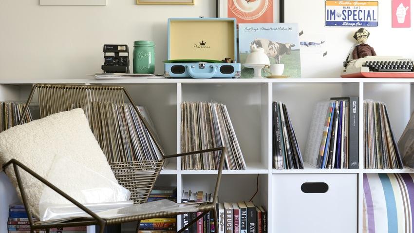 vintage bureaustoel boekenkast