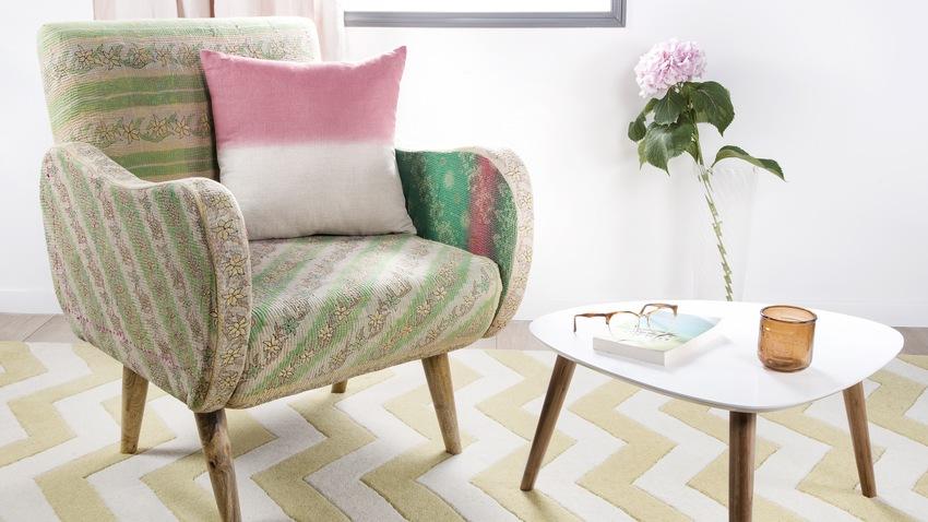 vintage stoel met design bijzettafel