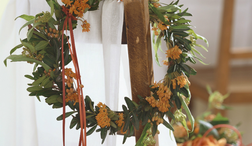 bloemenkrans klassieke stijl feestelijk stijlvol oranje simpel