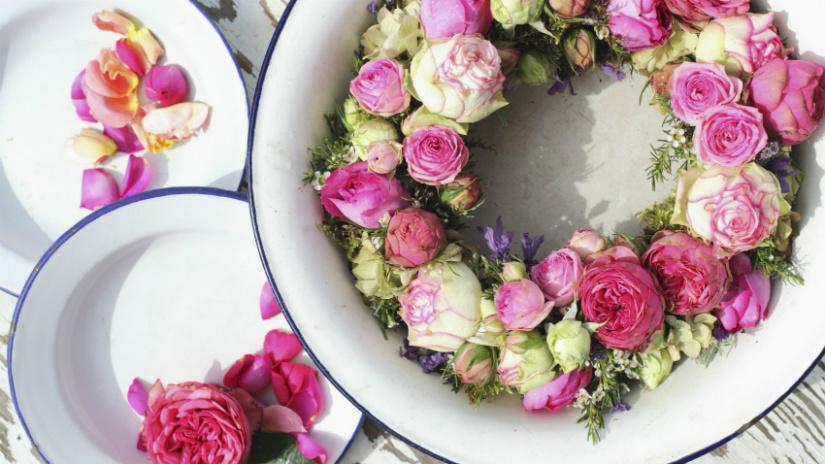 bloemenkrans roze klassiek schaal rozen groen emaillen