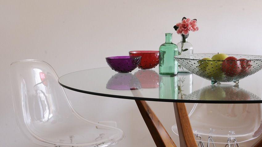 ronde eettafel glazen blad houten onderstel