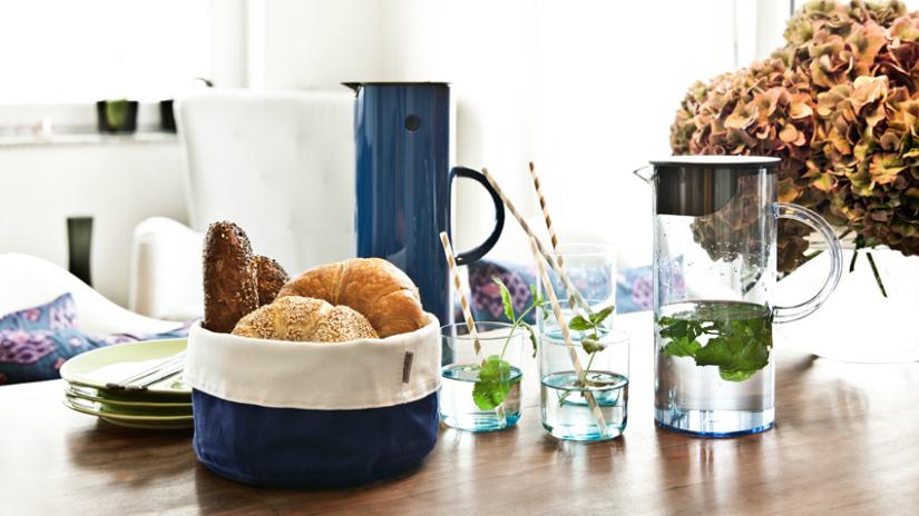 waterfles met filter munt kruiden kan broodjes mansd