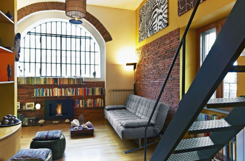industriële zwevende trap met balustrade reto interieur