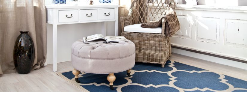 blauw tapijt met barok patroon