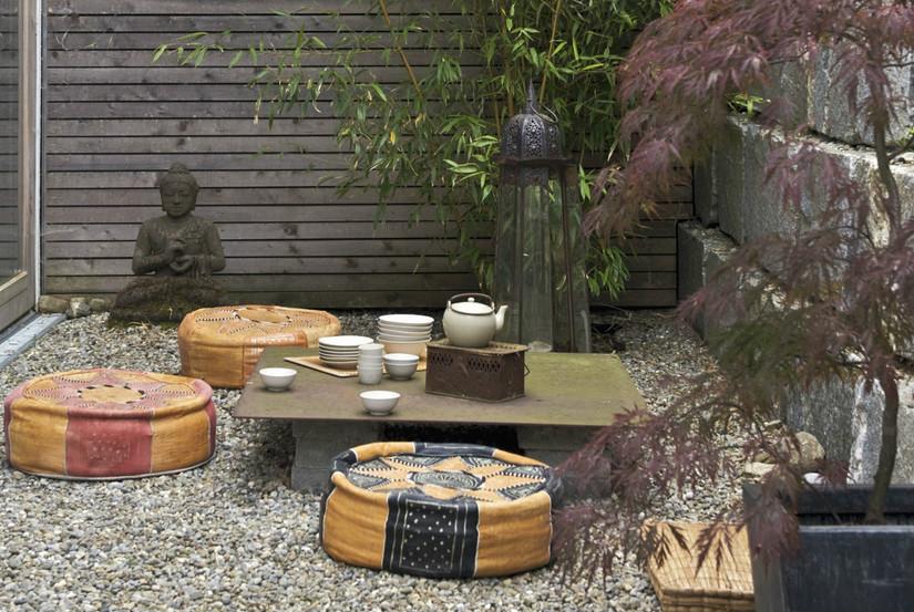 oosterse tuinen poef boeddha oranje zwart bruin groen