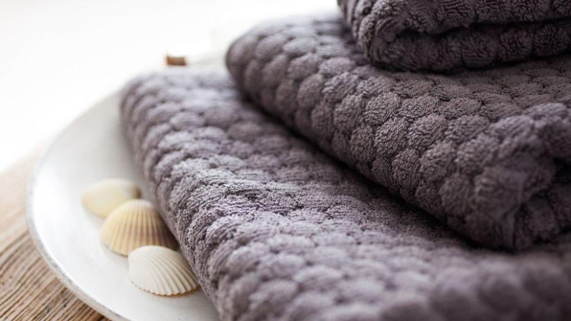 schelpenkrans schelpen en donkere handdoeken