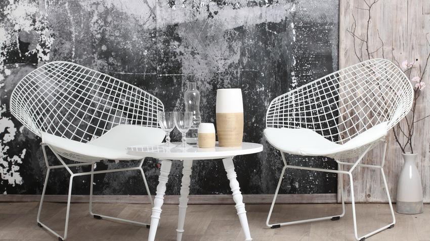 witte designfauteuils klein tafeltje