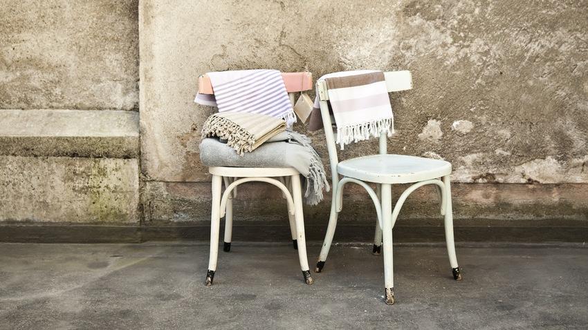 klassieke witte stoelen voor de eetkamer