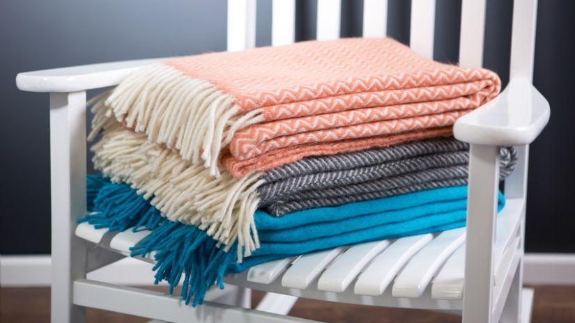 wollen dekens in verschillende kleuren