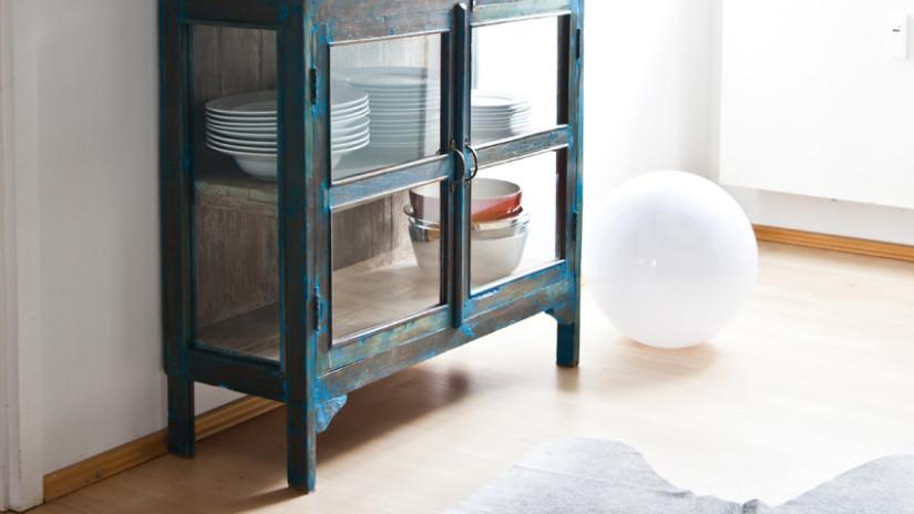 Brocante keuken romantische vitrine stijl klassiek donkerblauw