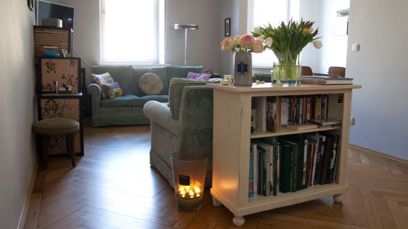 brocante inrichting klein boekenkastje als ruimtedeler