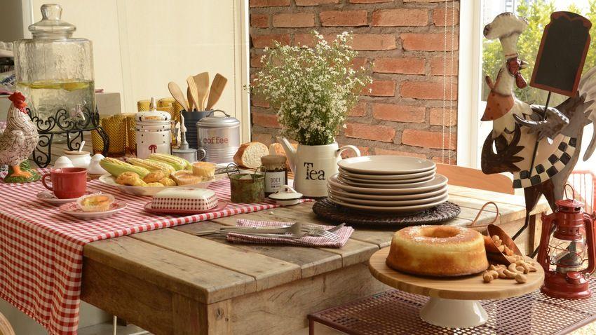 oostenrijkse eethoek houten eettafel
