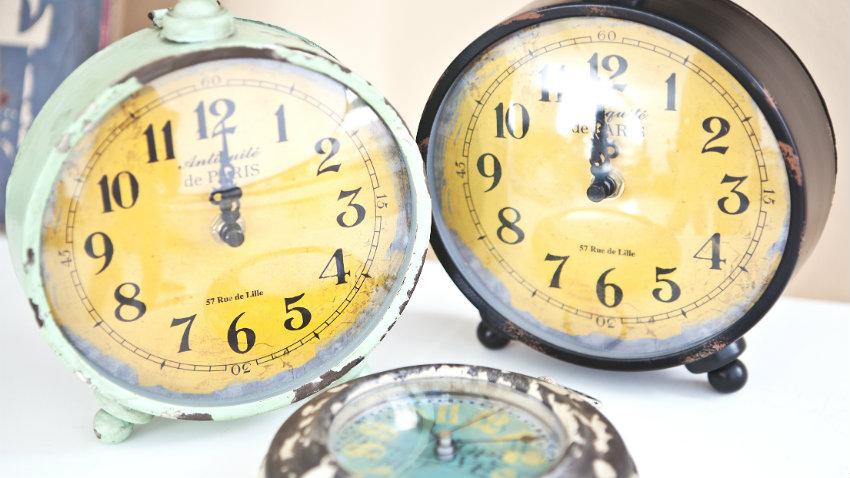 vintage klokken met wekkers