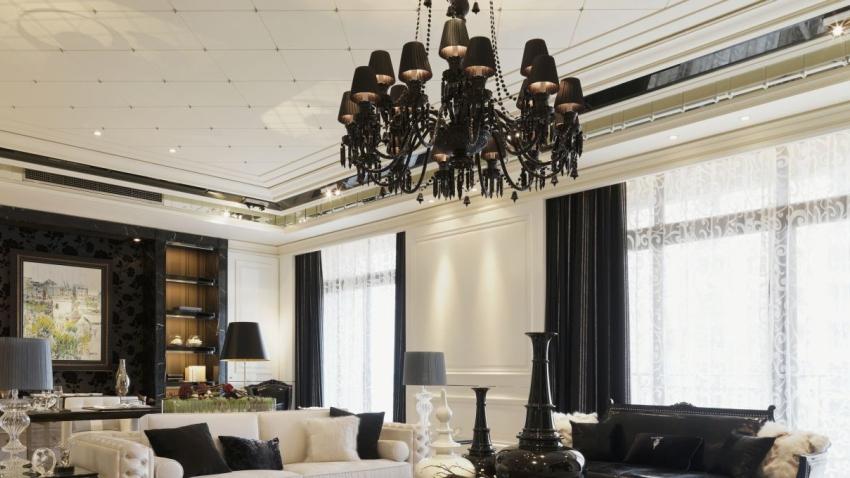 Antieke hanglampen zwart lampenkappen klassiek interieur