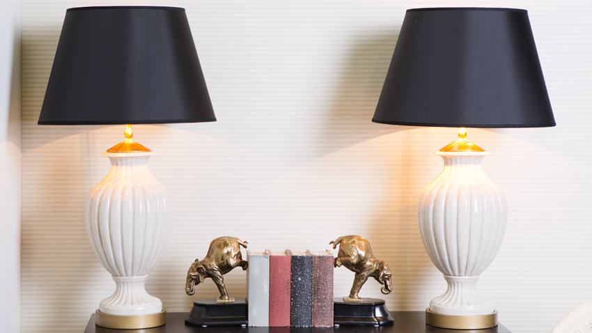 antieke tafellampen op commode