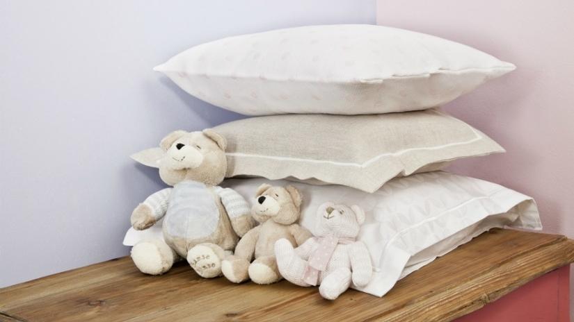 baby fleece deken witte knuffels en kussens