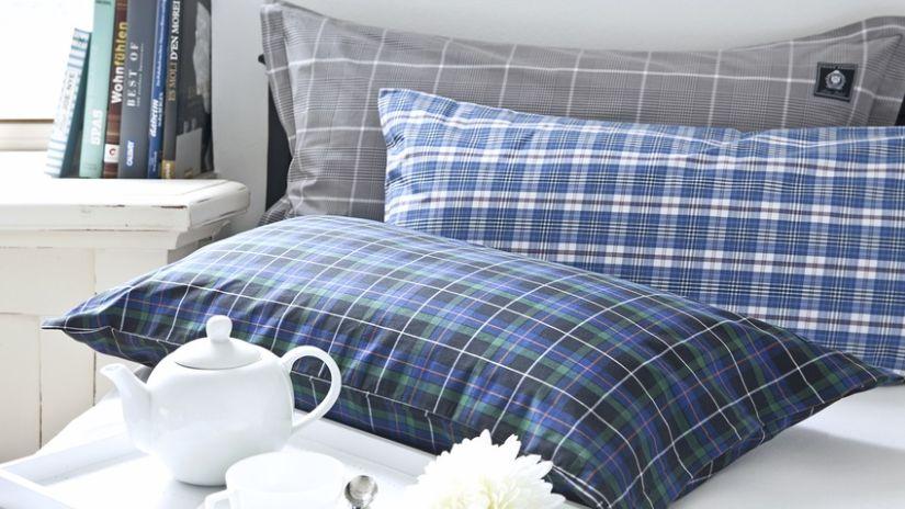 blauw dekbedovertek ruit ontbijt op bed