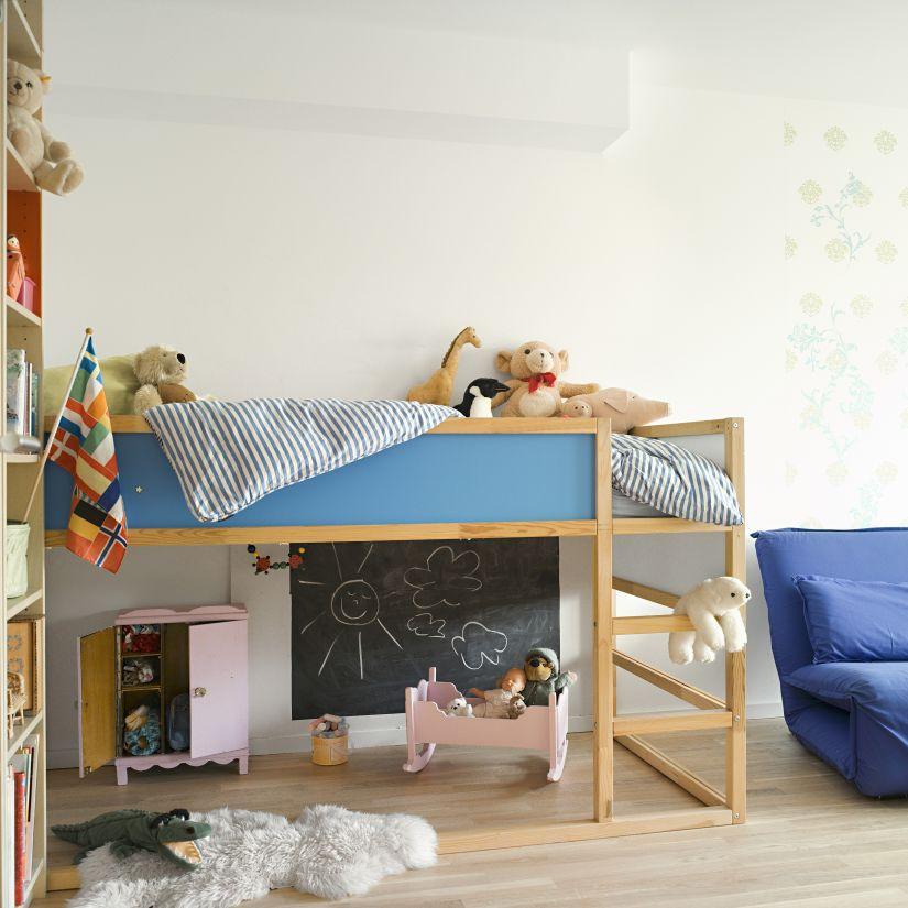 halfhoogslaper met bureau en speelruimte onder bed