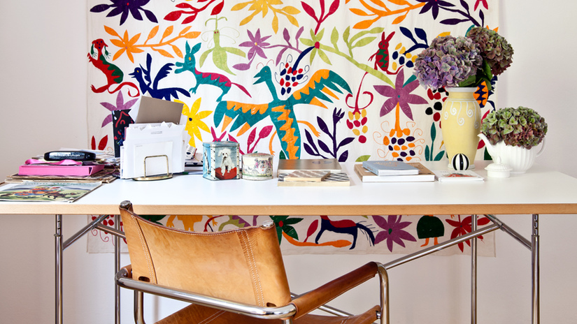 hoogglans wit bureau met houtkleurige afwerking