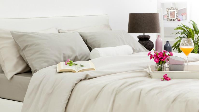 Perkal dekbedovertrek crème wit kleurtinten beige bruine lamp