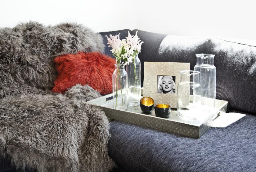 plaid grijs rood kussen harig deken klassieke stijl foto