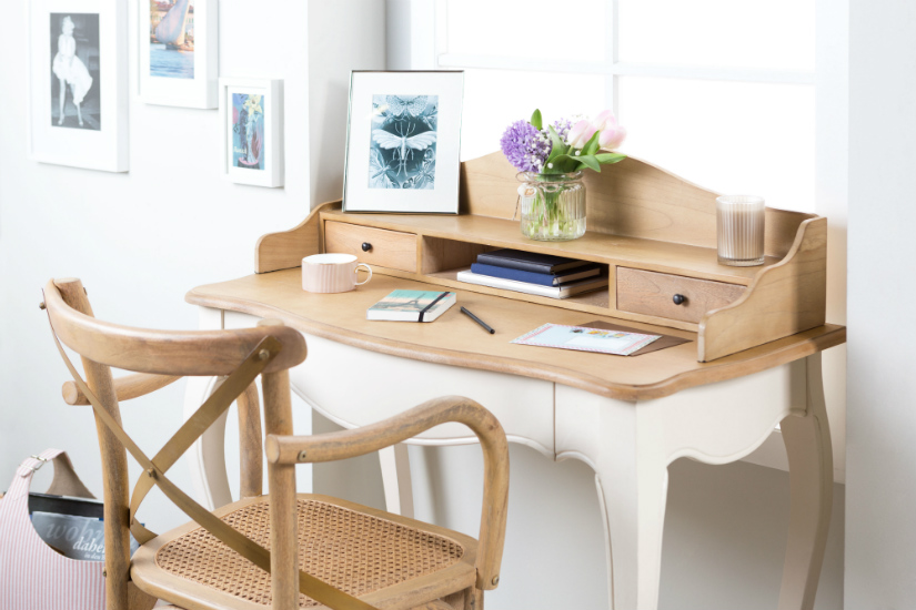 retro bureau romantische stijl bloemen wit houten