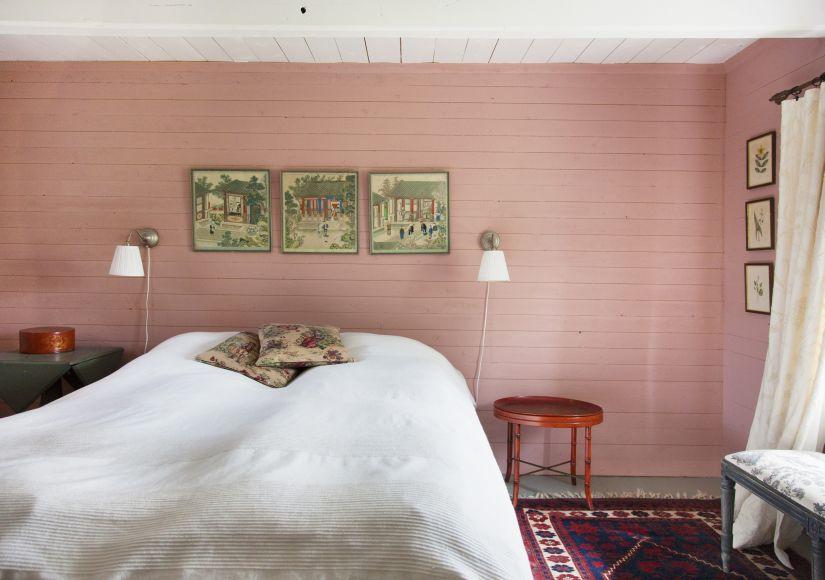 wandlamp met dimmer in landelijke slaapkamer