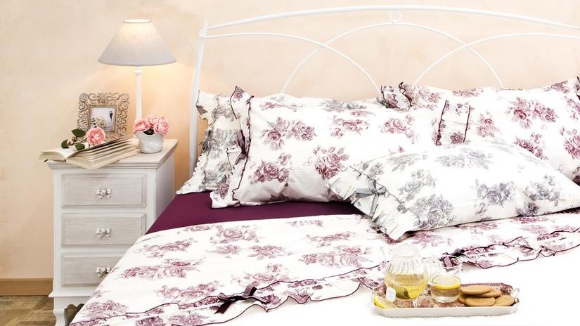 Dekbedovertrek landelijk romantische klassieke slaapkamer klussen donkerrood