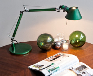 Zielona lampka na biurko