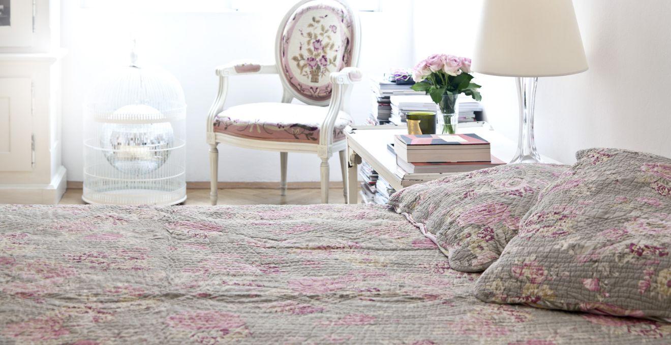 Elegancka kołdra i poduszka do każdej sypialni