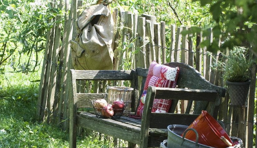 Drewniany płot w stylu rustykalnym