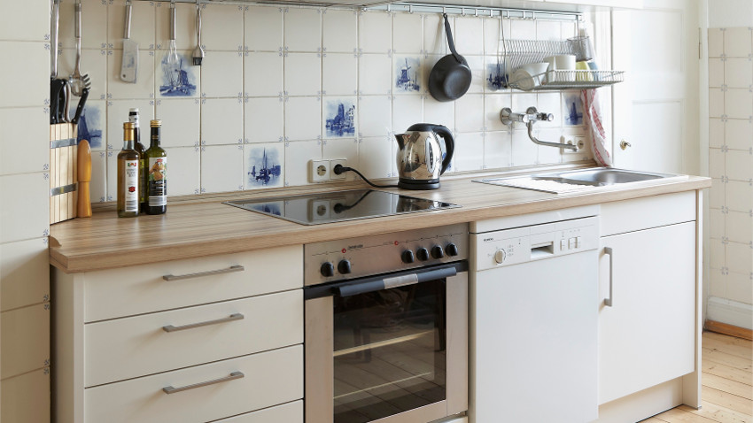 Kuchnia w stylu angielskim z tradycyjnym wyposażeniem
