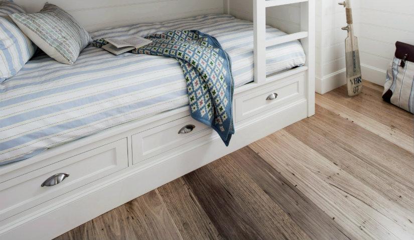 biała szuflada pod łóżko