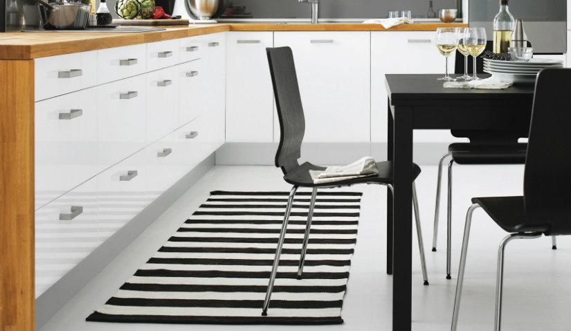 Czarno-biały dywan do kuchni