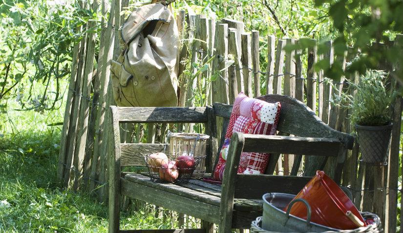 Drewniany płot ze sztachet