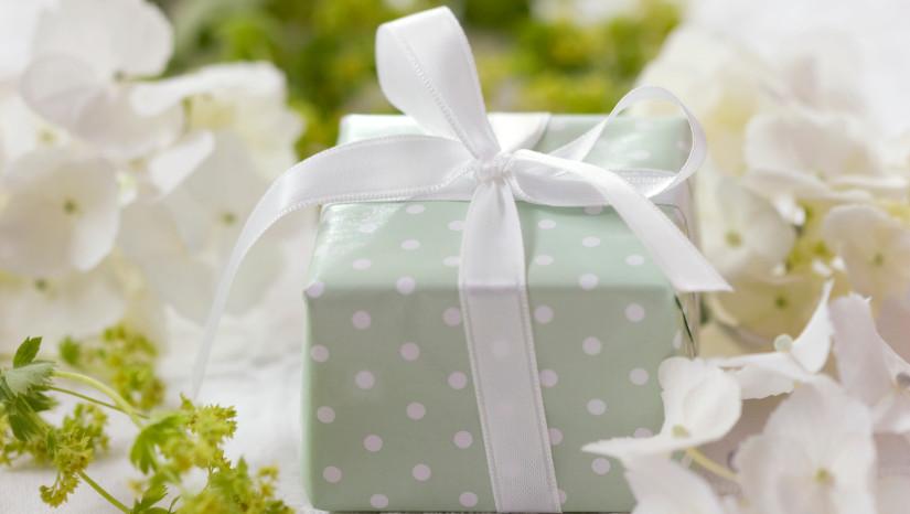 Jak zapakować prezent ślubny
