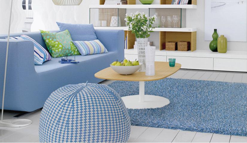 Niebieski dywan w stylu skandynawskim