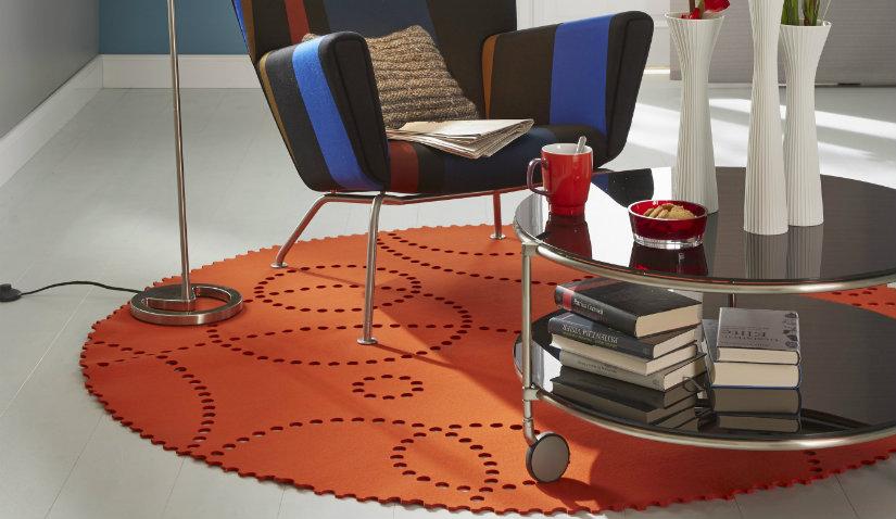 Okrągły dywan pomarańczowy z filcu