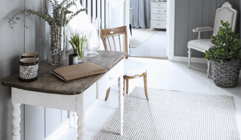 biały dywan do przedpokoju