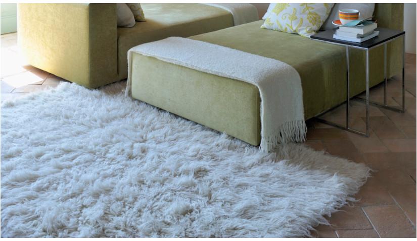 miękki puszysty dywan z długim włosiem